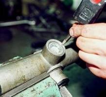 Как подтянуть, отрегулировать рулевую рейку?